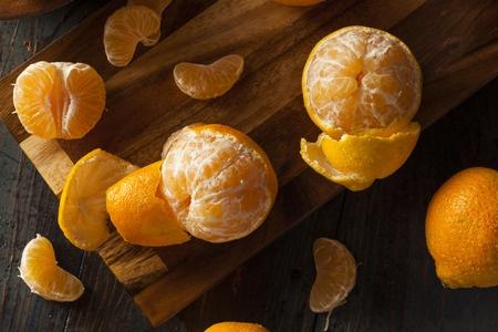 Mandarinas sobre mesa